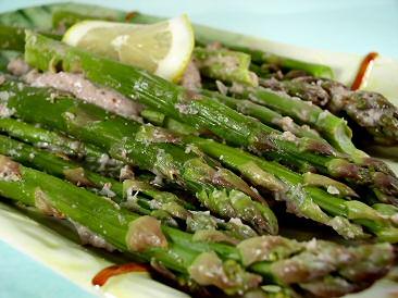 Asparagus with Roasted Garlic Sauce