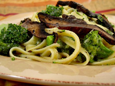 Fettuccine No-Fredo with Broccoli and Sautéed Mushrooms | recipe from FatFree Vegan Kitchen