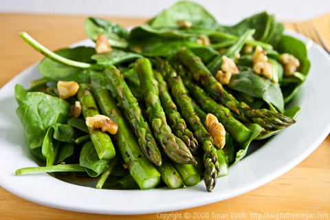 Grilled Asparagus with Spinach and Smoked Paprika Dressing