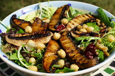 Salad with Grilled Portabella Mushrooms