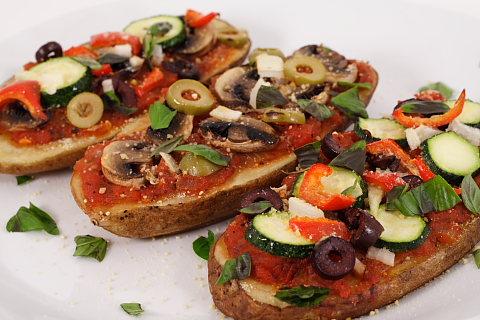 http://blog.fatfreevegan.com/images/potato-pizza1.JPG