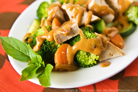 Tofu and Vegetables with Low-Fat Thai Peanut Sauce