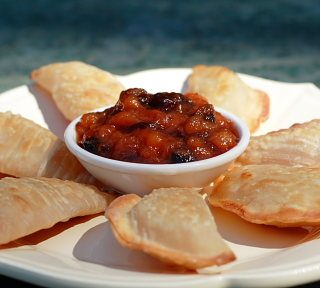 Easy Apple Pie Wontons and Peach Chutney