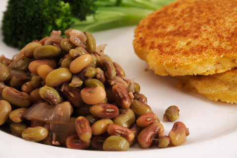 Pink-eye Purple-Hull Peas, Steamed Broccoli, and Corn Cakes