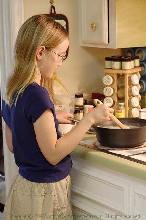 E making Southern-Style Vegan Vanilla Pudding