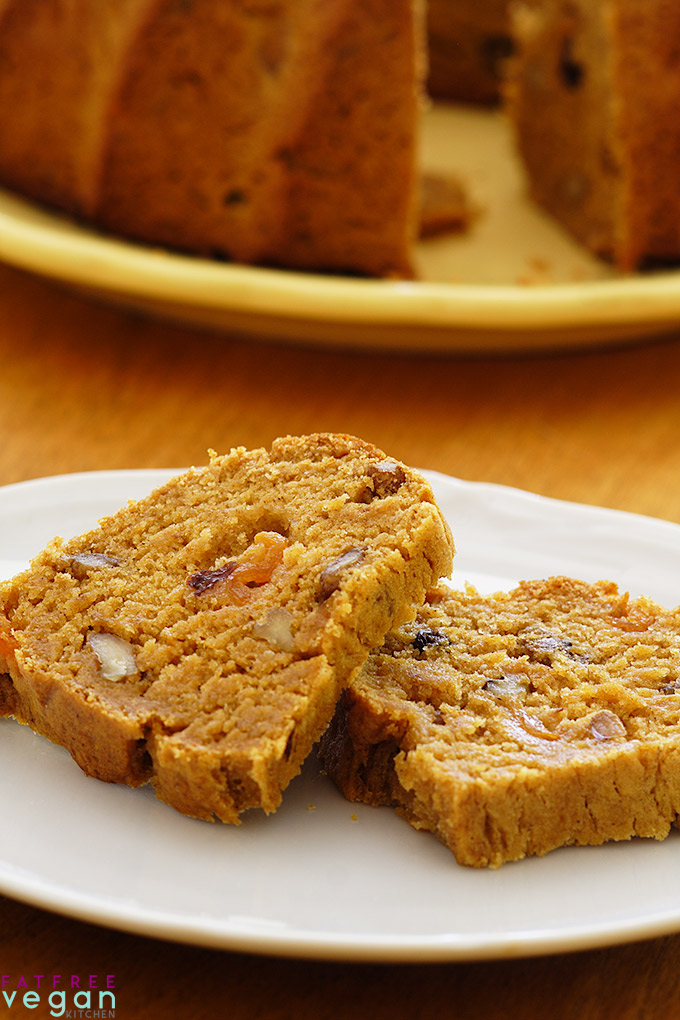 This moist, oil-free vegan persimmon bread is made with 100% whole wheat flour and no refined sugar. #vegan #wfpb #wfpbno #christmas