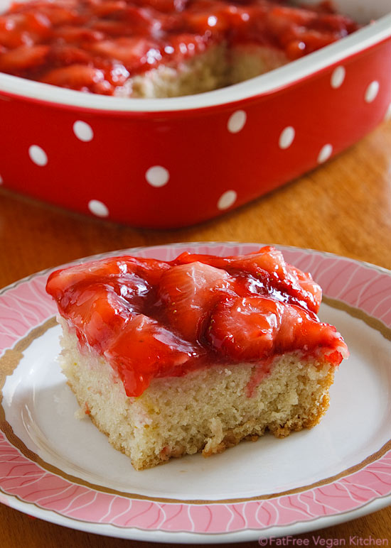 Strawberry Snack Cake: Oil-free and vegan!