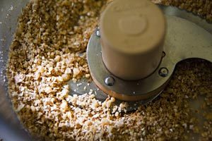 Coarsely-ground nuts and oatmeal
