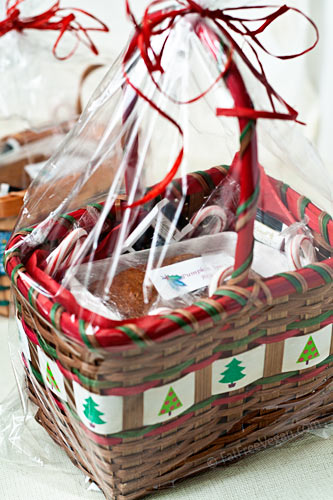 Christmas Basket with Pumpkin Bread