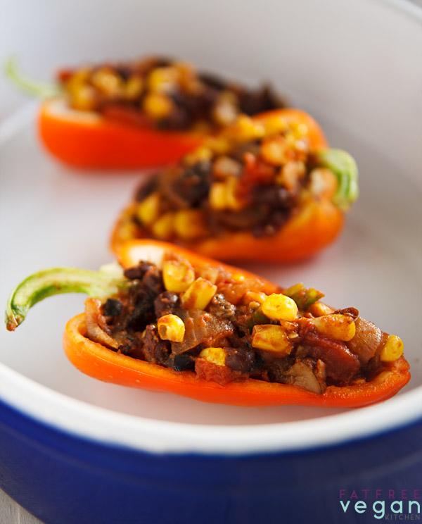 Chili Stuffed Peppers: These #vegan stuffed peppers are filled with a chili made from black beans, corn, and portobello mushrooms. Spice it up as much as you like! Zero Weight Watchers Points! #weightwatchers #zeropoints