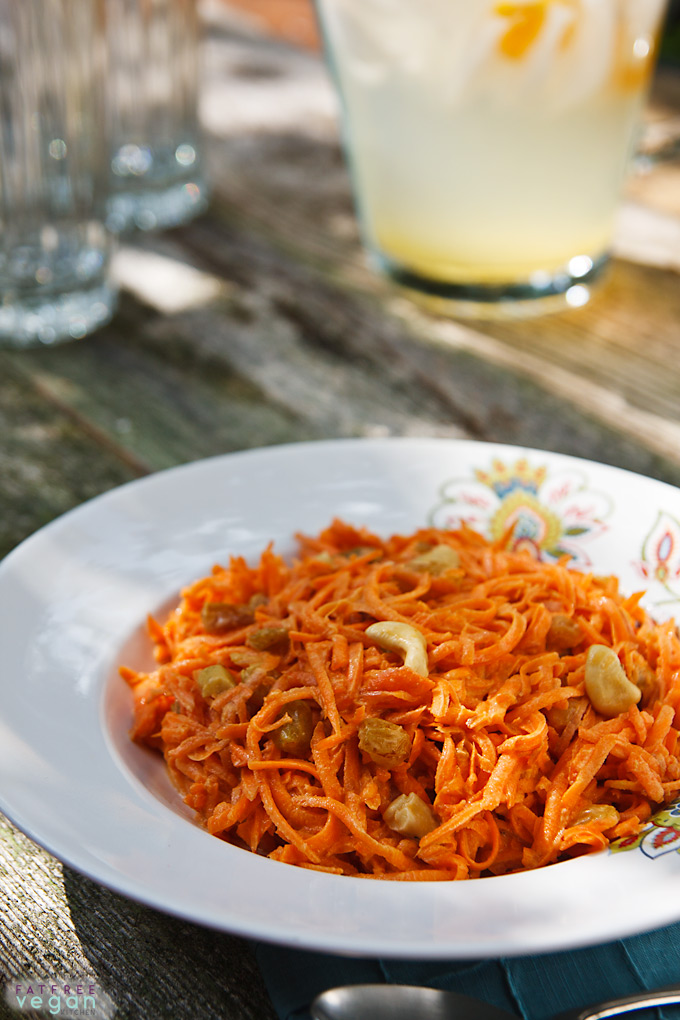 This incredible #vegan carrot salad gets its sweetness from raisins and its creaminess from cashews. No oil, dairy, processed sugar, or gluten. #vegan #wfpb