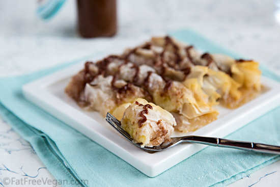 Bananas Baked in Phyllo with Sugar-Free Chocolate Sauce