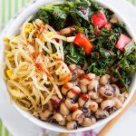 Korean-Inspired Black-eyed Peas and Kale Bowl: In this healthy update of the Korean classic bibimbap, black-eyed peas are cooked with garlic, ginger, and red pepper and served with kale. #vegan #wfpbno