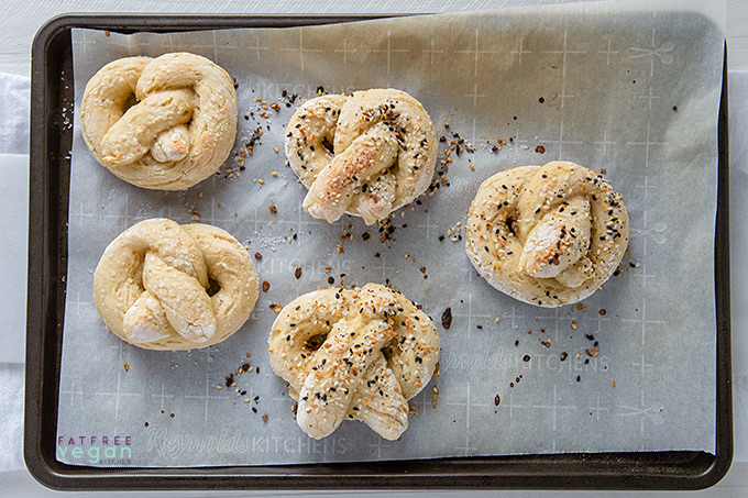 Easy Vegan Soft Pretzels